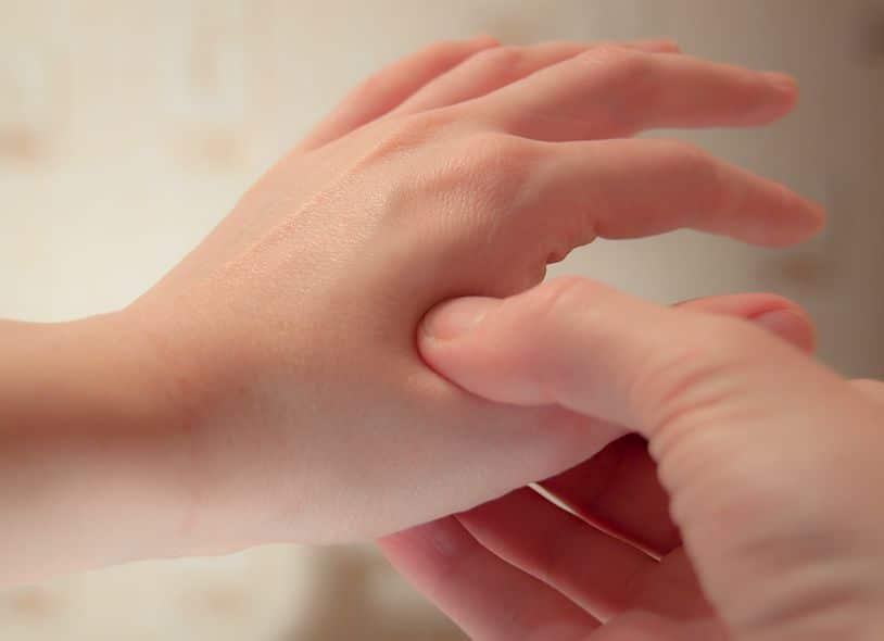 soins pieds mains tête